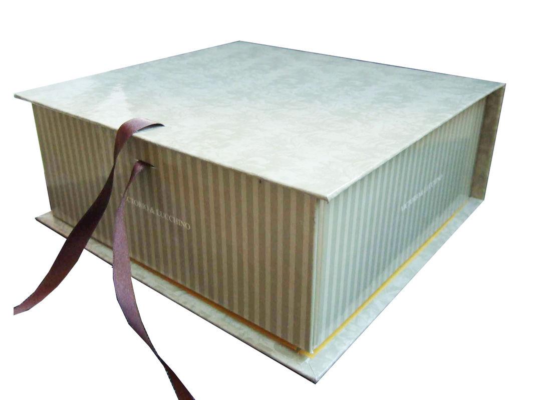 картонная шкатулка